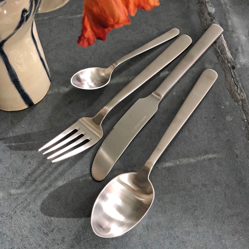 4-delssæt i mat stål